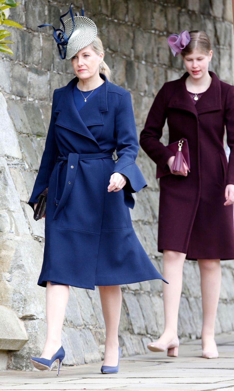 La comtesse Sophie de Wessex, en Roland Mouret, et sa fille Lady Louise Windsor à Windsor, le 1er avril 2018