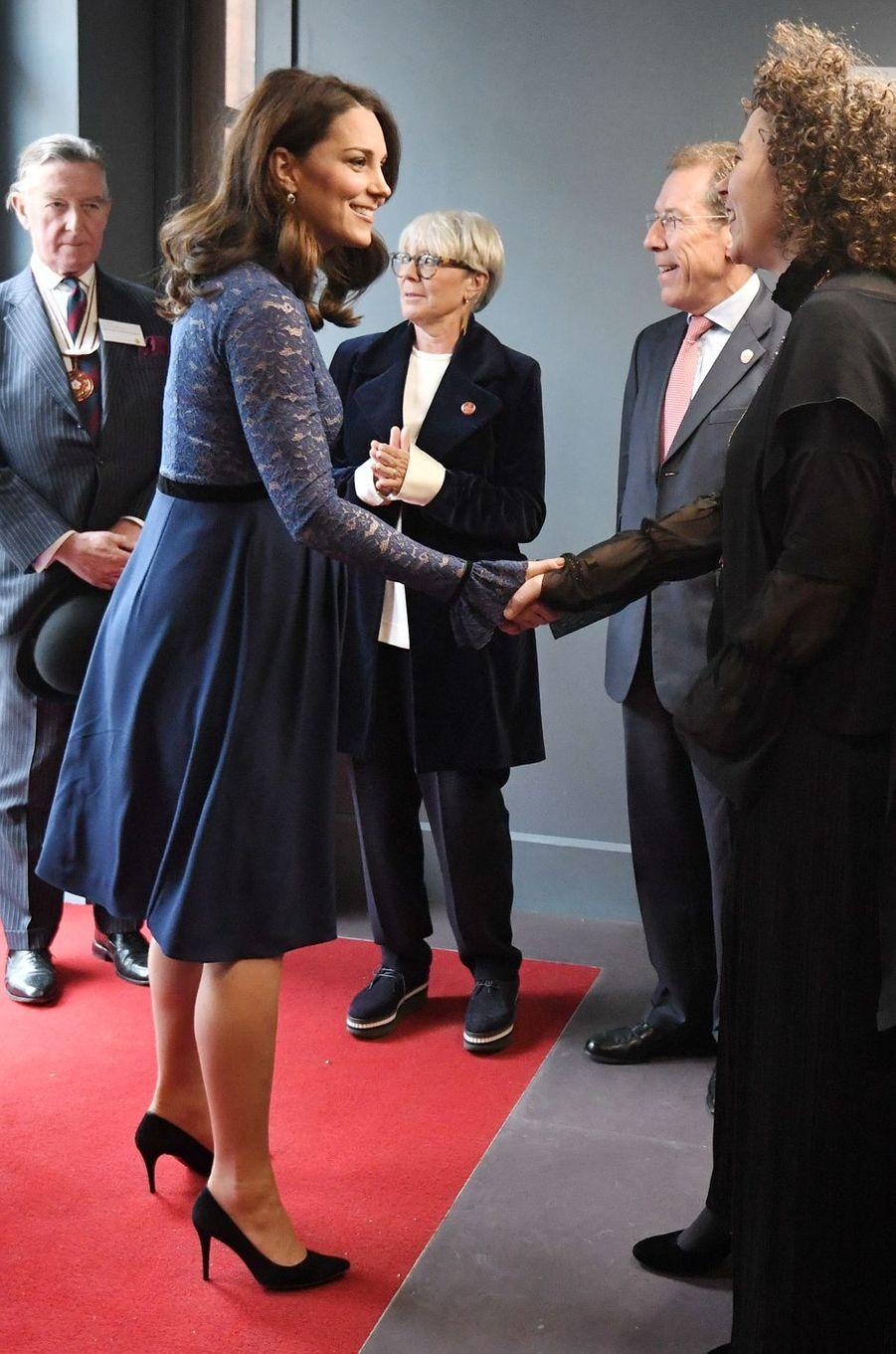 La duchesse Catherine de Cambridge au nouveau siège de Place2Be à Londres, le 7 mars 2018