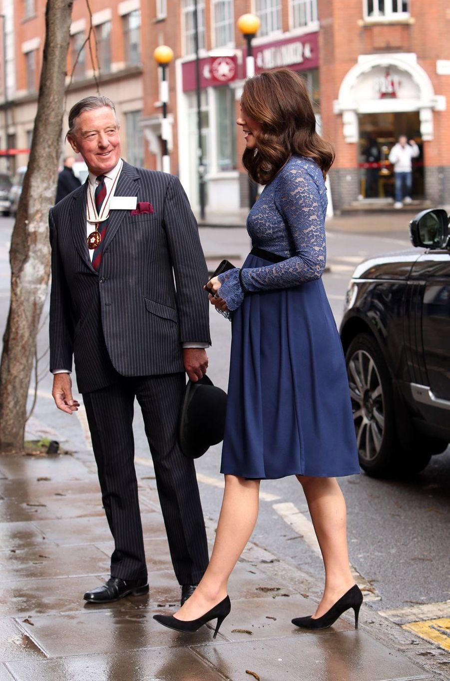La duchesse Catherine de Cambridge enceinte à Londres, le 7 mars 2018