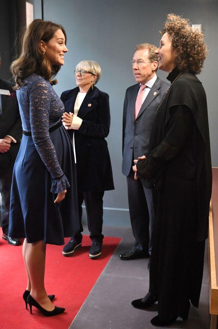 La duchesse Catherine de Cambridge dans une robe Séraphine à Londres, le 7 mars 2018