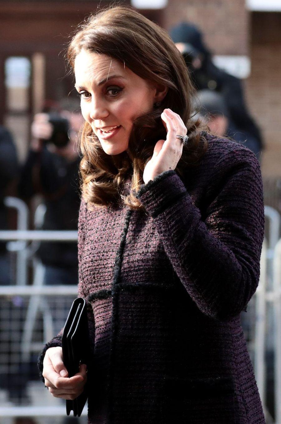 La duchesse de Cambridge, dans un manteau Séraphine, le 12 décembre 2017