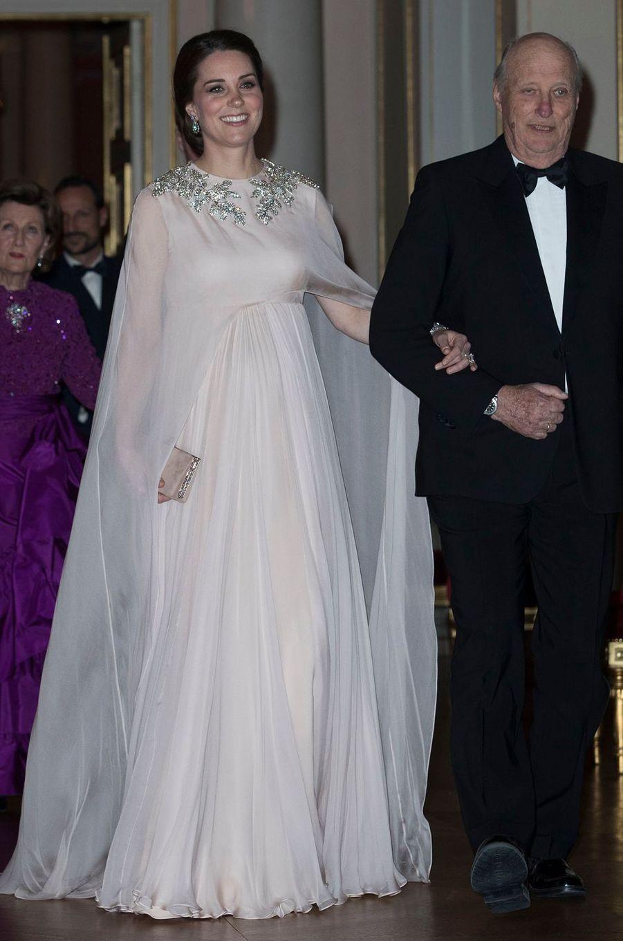 La duchesse Catherine de Cambridge avec le roi Harald V de Norvège à Oslo, le 1er février 2018