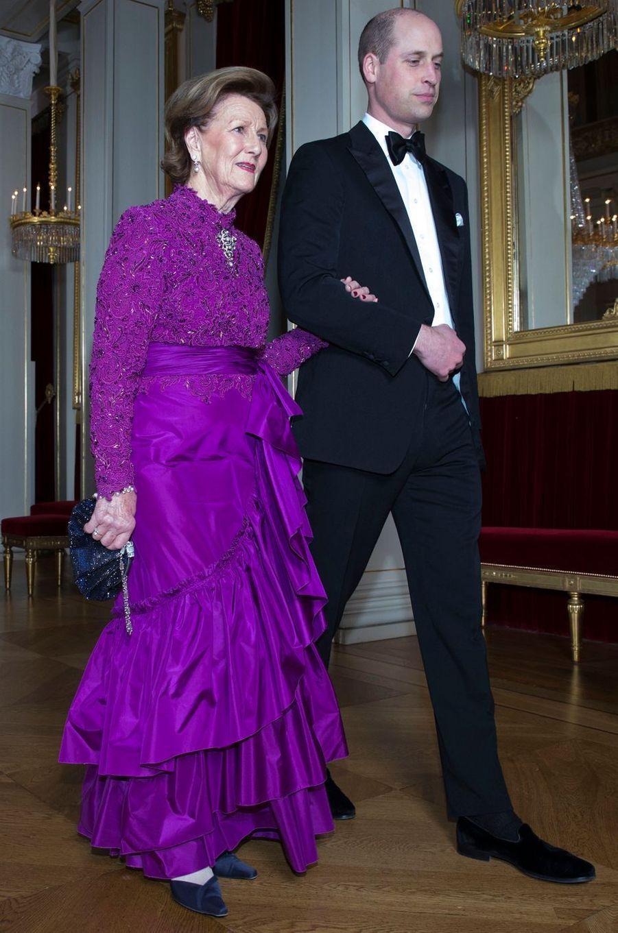 Le prince William avec la reine Sonja de Norvège à Oslo, le 1er février 2018