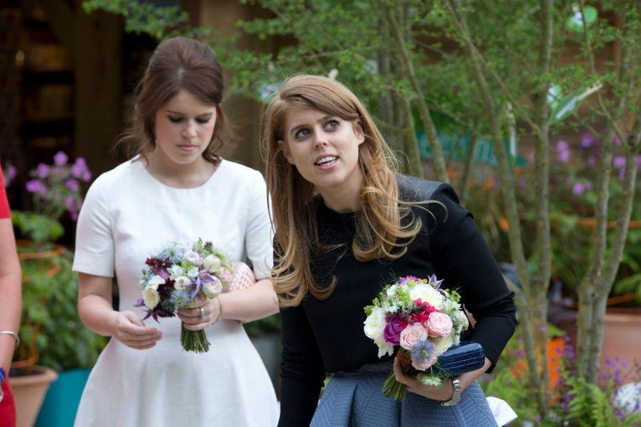 Les princesses Beatrice et Eugenie au Chelsea Flower Show.