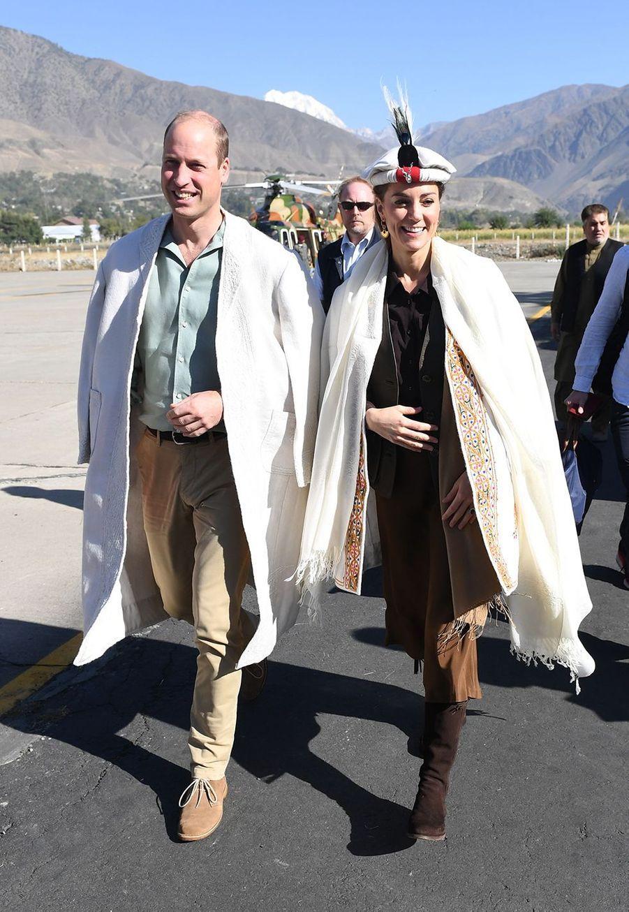 Kate Middleton et le prince Williamà Chitral,dans la province de Khyber Pakhtunkhwa au nord du Pakistan, le 16 octobre 2019