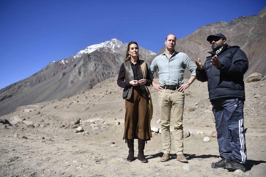Kate Middleton et le prince Williamvisitent unglacier du parc national de la vallée de Broghil, dans le nord du district de Chitral, au Pakistan, le 16 octobre 2019