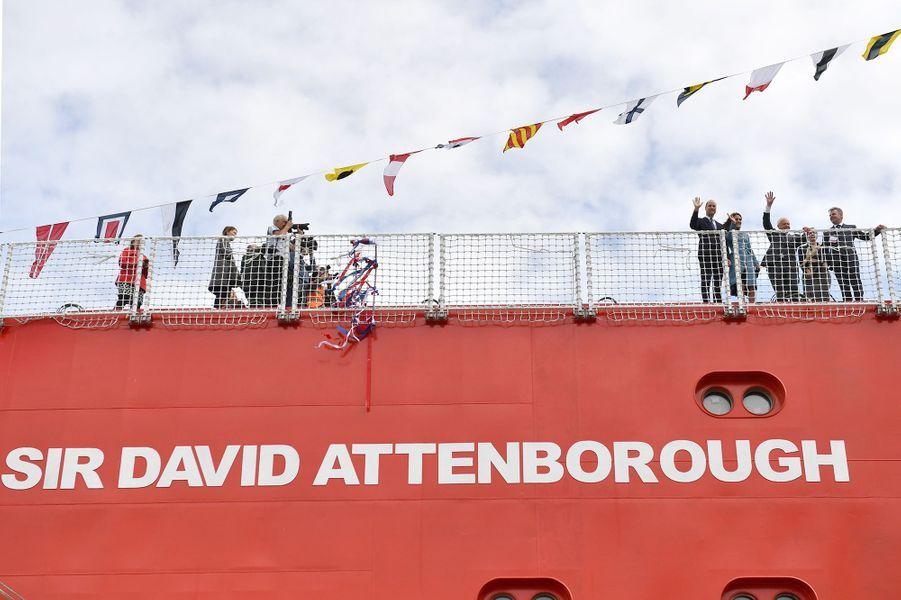 Le prince William, Kate Middleton etDavid Attenboroughà la cérémonie de baptême du nouveaunavire océanographique, leRRS Sir David Attenborough, àBirkenhead le 26 septembre 2019
