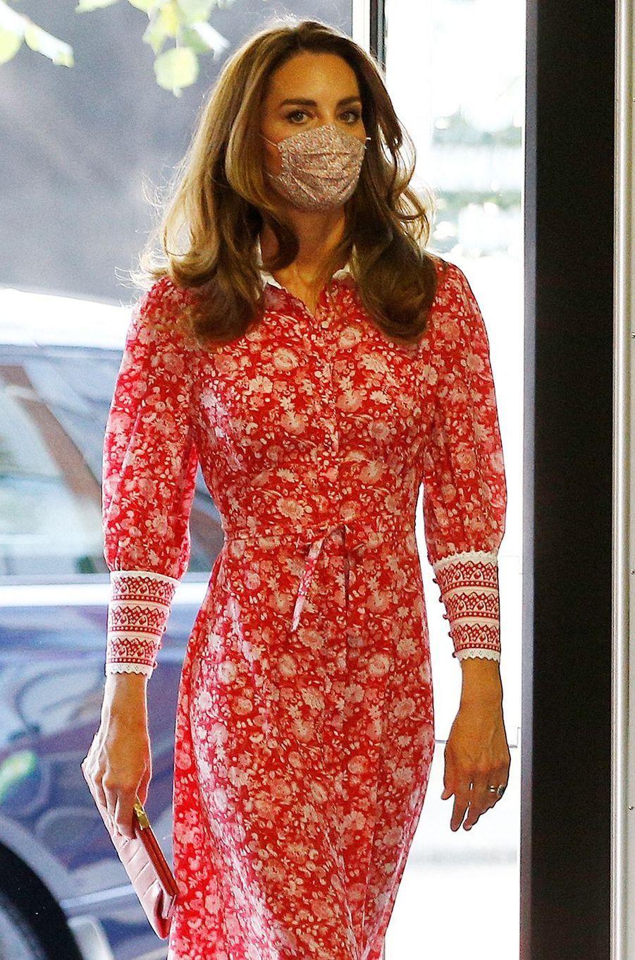 Kate Middletonvisite la boulangerie Beigel Bake à Brick Lane à Londres le 15 septembre 2020