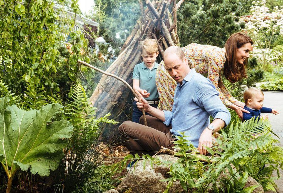 """Kate, William, George et Louis de Cambridge au jardin """"Back to Nature"""" de Londres, le 19 mai 2019"""