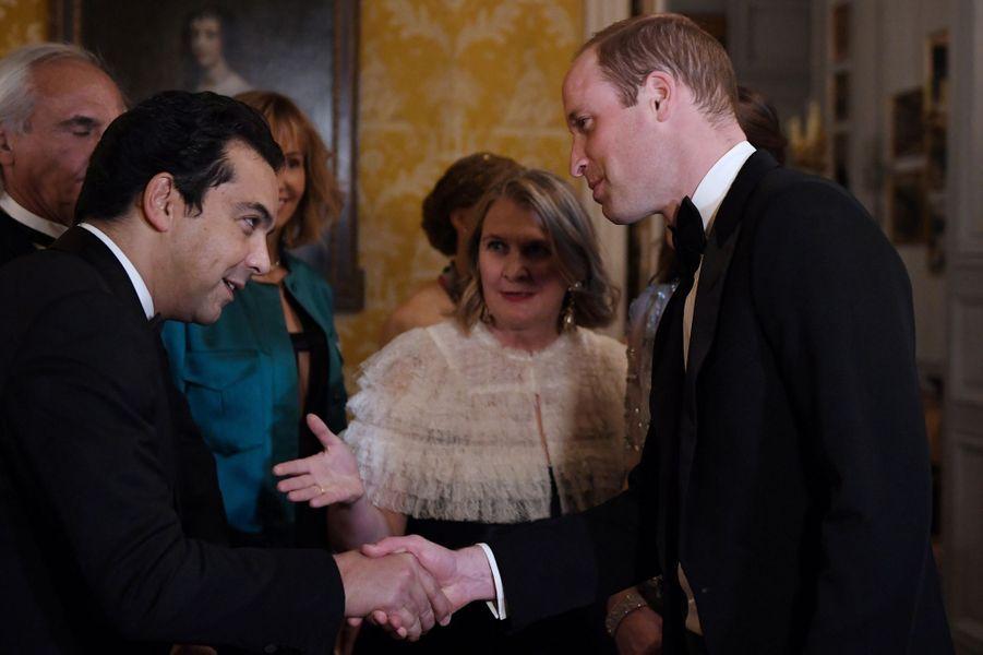 Patrick Cohen et le prince William à l'ambassade britannique à Paris, le 17 mars 2017.