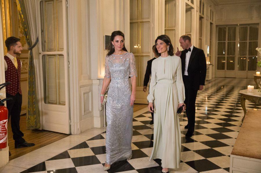 Kate et Anne, l'épouse de l'ambassadeur briannique à Paris, le 17 mars 2017.