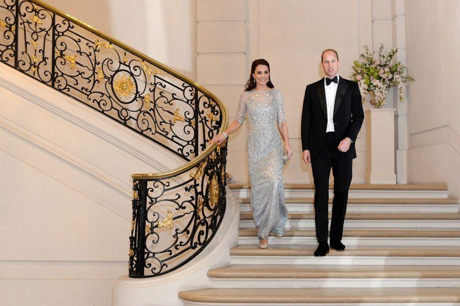Kate et le prince William à l'ambassade britannique à Paris, le 17 mars 2017.