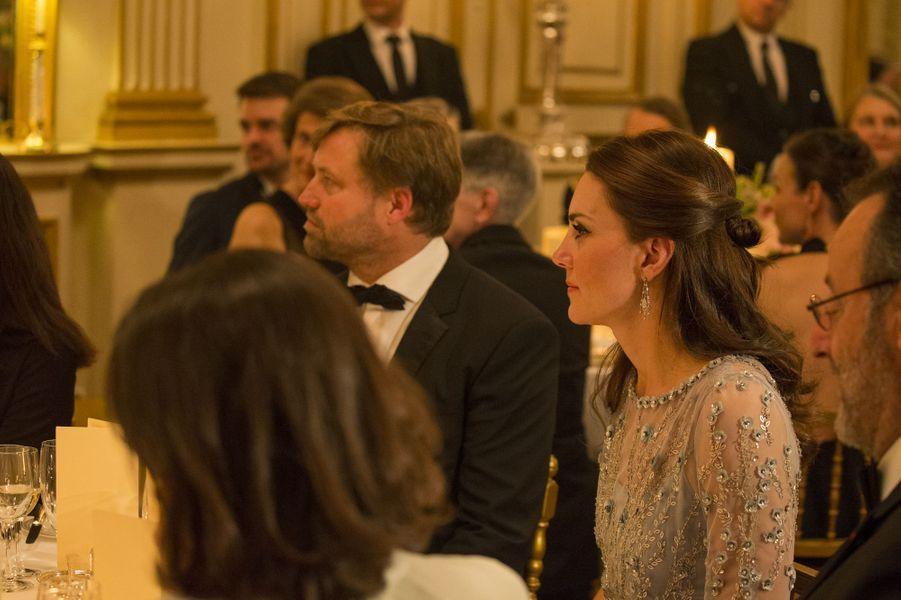 Kate à l'ambassade britannique à Paris, le 17 mars 2017.