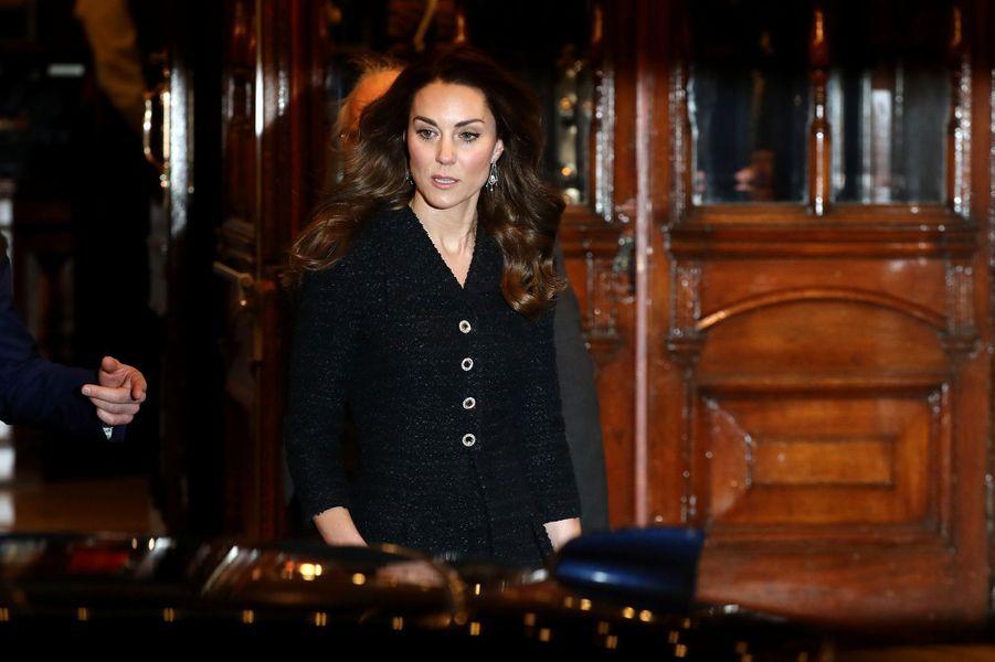Kate Middletonse rerend au théâtre Noël Coward pour voir une pièce à propos de la santé mentale,au profit de la «Royal Foundation», à Londres, le 25 février 2020.