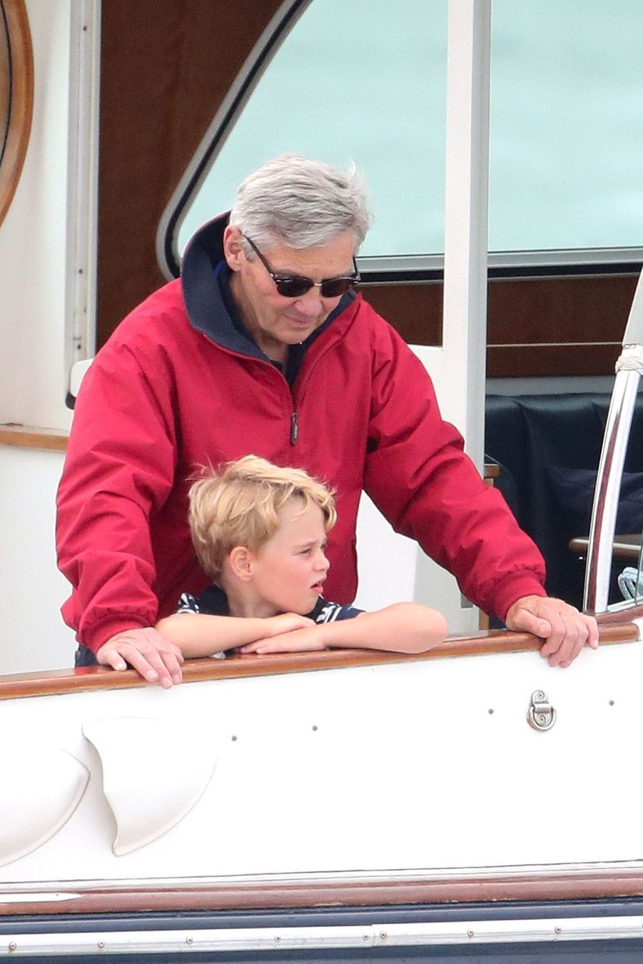 George de Cambridge et son grand-père Michael Middleton à Cowes sur l'île de Wight le 8 août 2019