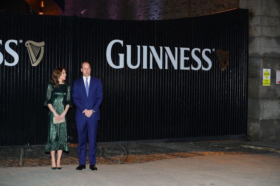Kate Middleton et le prince William se rendent à une soirée organisée dans les entrepôts de la marque de bière Guinness à Dublin le 3 mars 2020.