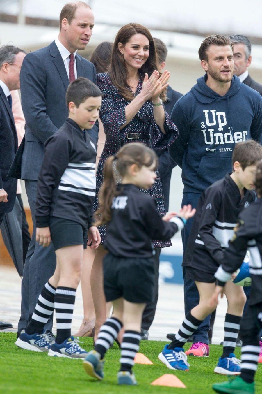 Kate Middleton Et Le Prince William Jouent Au Rugby Sur L'esplanade Du Trocadéro 17
