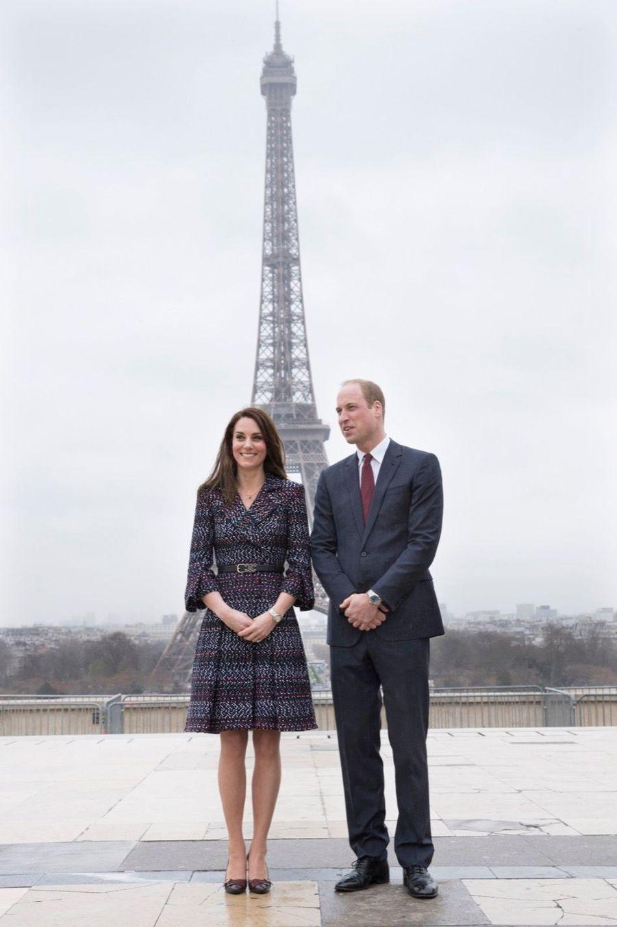 Kate Middleton Et Le Prince William Jouent Au Rugby Sur L'esplanade Du Trocadéro 18