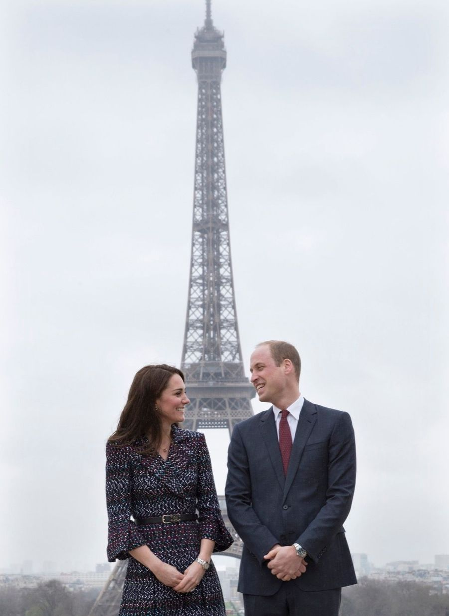 Kate Middleton Et Le Prince William Jouent Au Rugby Sur L'esplanade Du Trocadéro 20