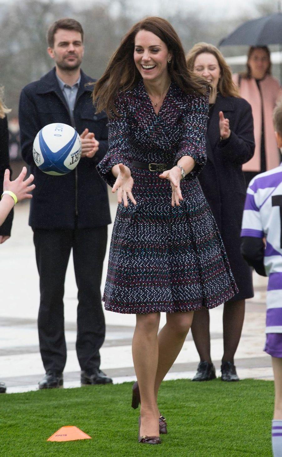 Kate Middleton Et Le Prince William Jouent Au Rugby Sur L'esplanade Du Trocadéro 21