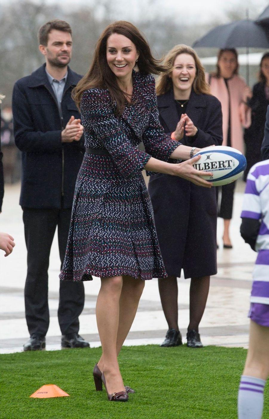Kate Middleton Et Le Prince William Jouent Au Rugby Sur L'esplanade Du Trocadéro 22