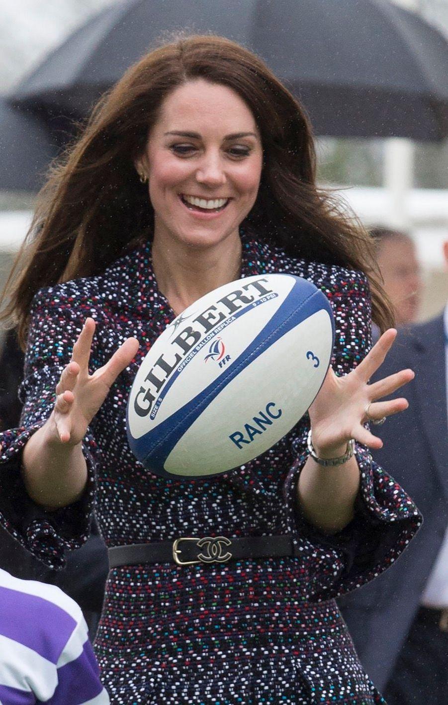 Kate Middleton Et Le Prince William Jouent Au Rugby Sur L'esplanade Du Trocadéro 23