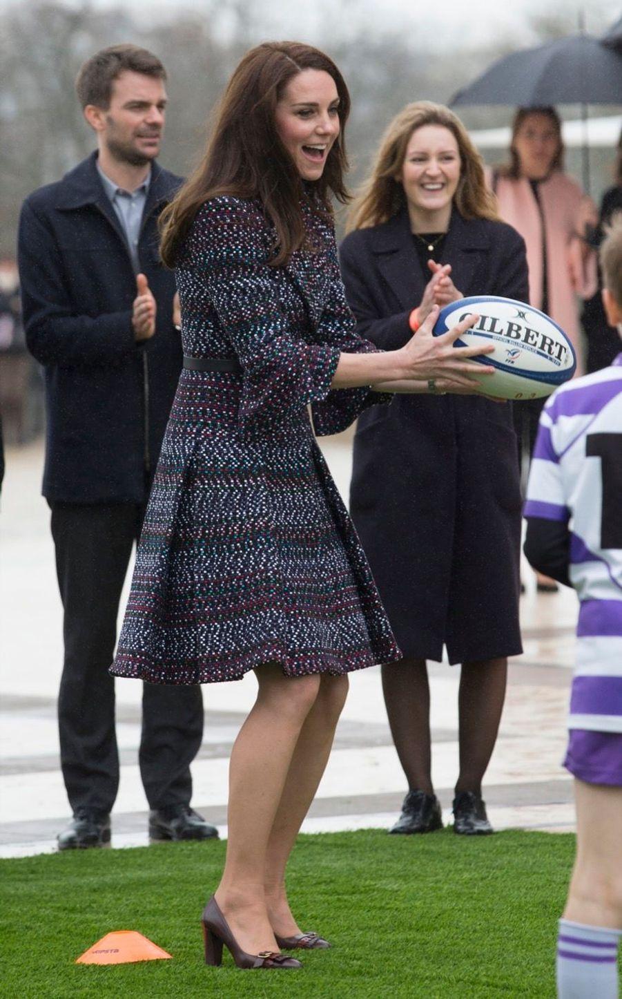 Kate Middleton Et Le Prince William Jouent Au Rugby Sur L'esplanade Du Trocadéro 28