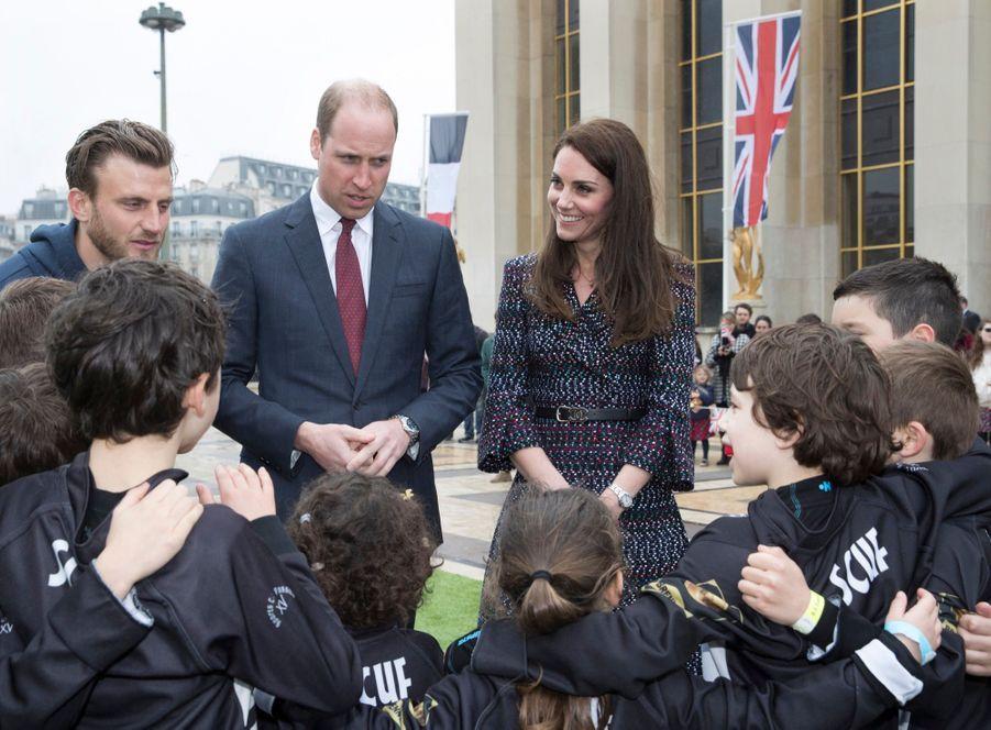 Kate Middleton Et Le Prince William Jouent Au Rugby Sur L'esplanade Du Trocadéro 32