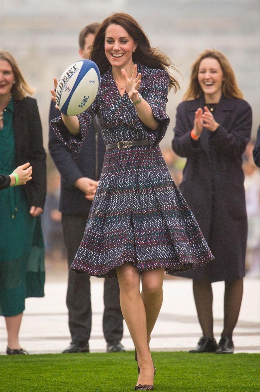 Kate Middleton Et Le Prince William Jouent Au Rugby Sur L'esplanade Du Trocadéro 36