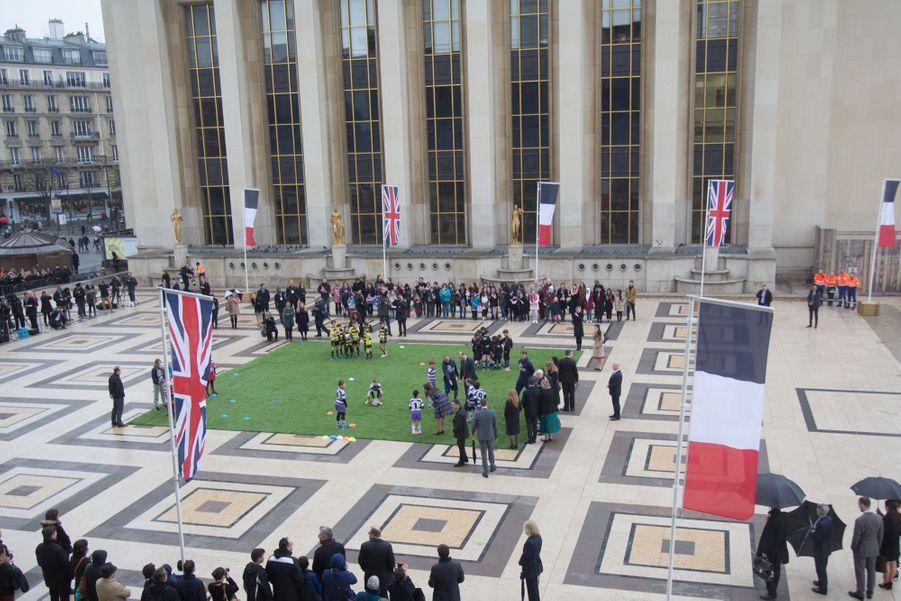 Kate Middleton Et Le Prince William Jouent Au Rugby Sur L'esplanade Du Trocadéro 40