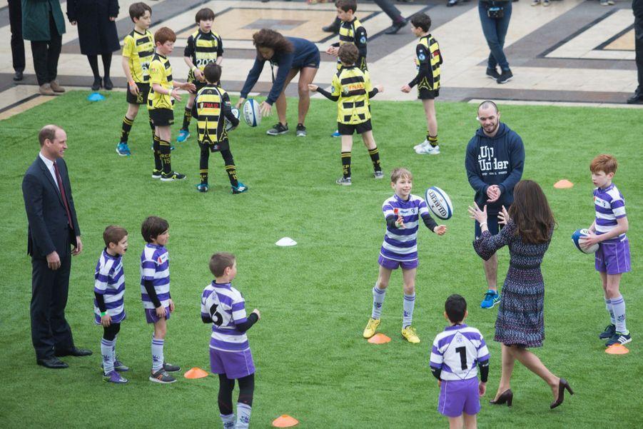 Kate Middleton Et Le Prince William Jouent Au Rugby Sur L'esplanade Du Trocadéro 41