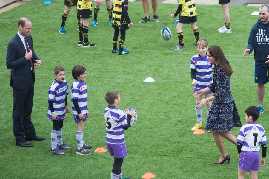 Kate Middleton Et Le Prince William Jouent Au Rugby Sur L'esplanade Du Trocadéro 42