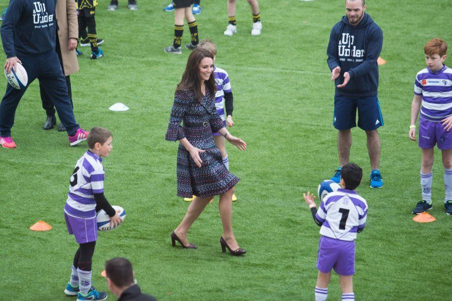 Kate Middleton Et Le Prince William Jouent Au Rugby Sur L'esplanade Du Trocadéro 43