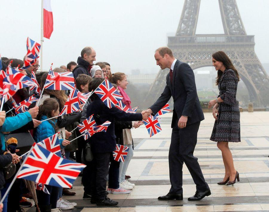 Kate Middleton Et Le Prince William Jouent Au Rugby Sur L'esplanade Du Trocadéro 47