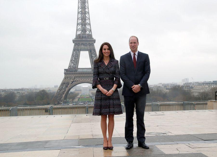 Kate Middleton Et Le Prince William Jouent Au Rugby Sur L'esplanade Du Trocadéro 48