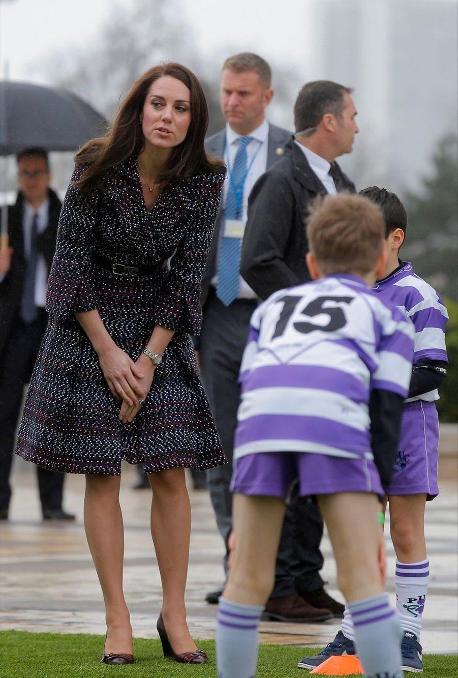 Kate Middleton Et Le Prince William Jouent Au Rugby Sur L'esplanade Du Trocadéro 49