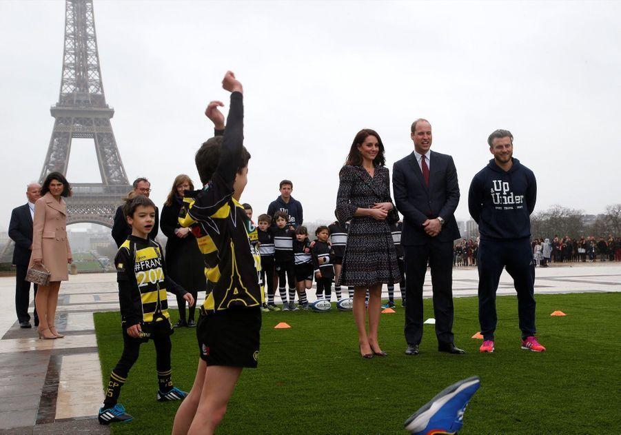 Kate Middleton Et Le Prince William Jouent Au Rugby Sur L'esplanade Du Trocadéro 50