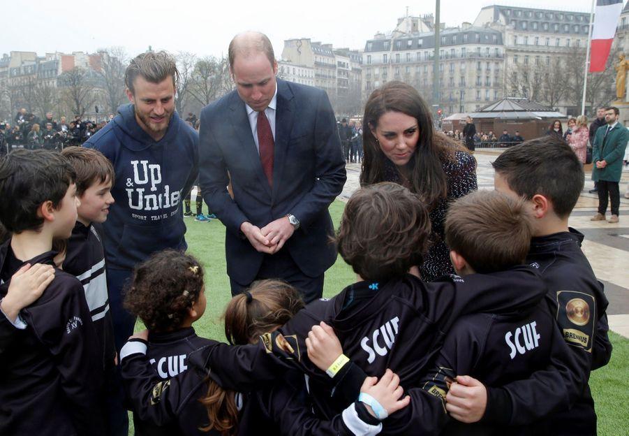 Kate Middleton Et Le Prince William Jouent Au Rugby Sur L'esplanade Du Trocadéro 51
