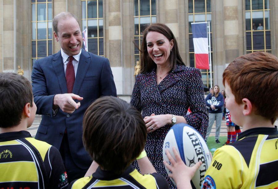 Kate Middleton Et Le Prince William Jouent Au Rugby Sur L'esplanade Du Trocadéro 52