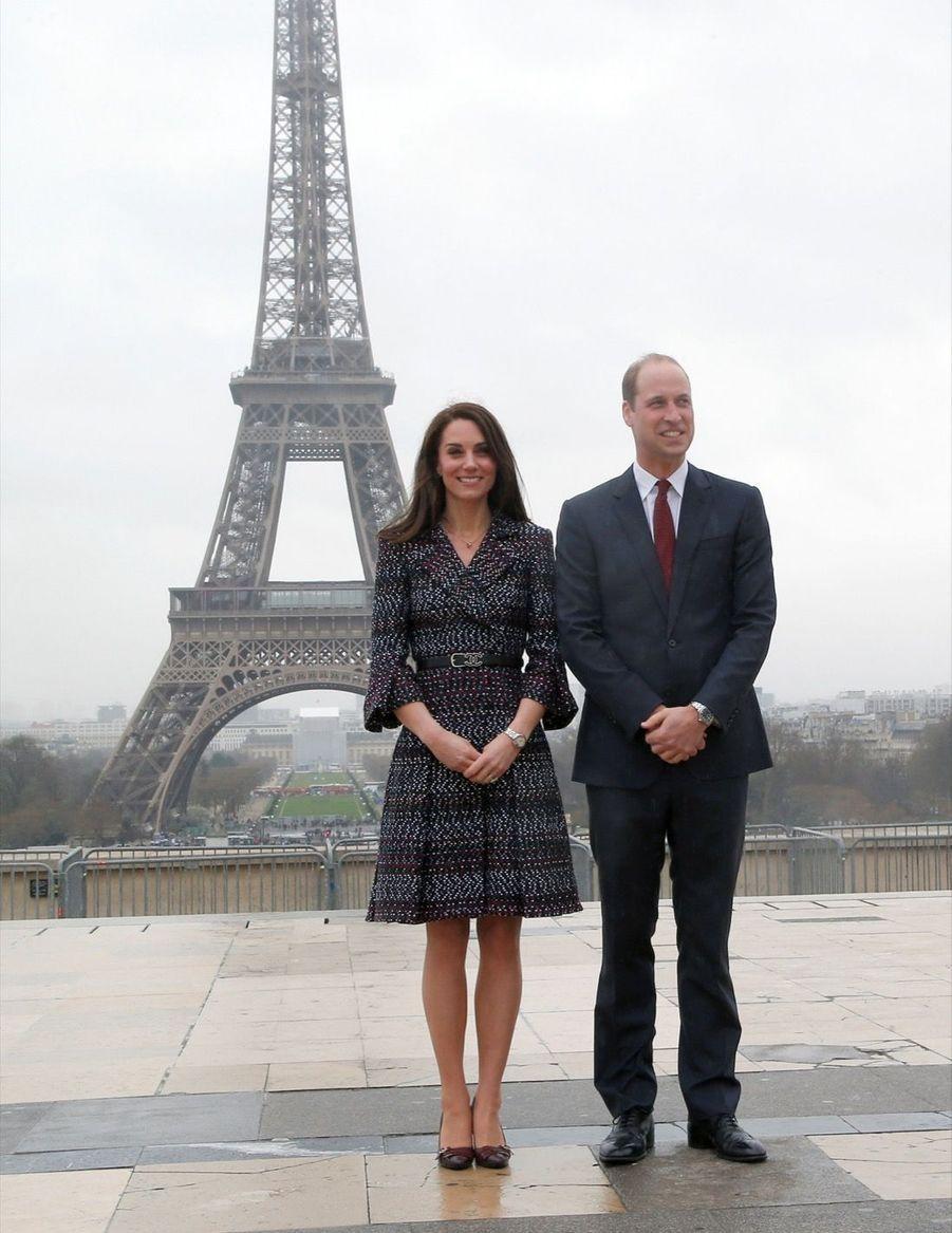 Kate Middleton Et Le Prince William Jouent Au Rugby Sur L'esplanade Du Trocadéro 53