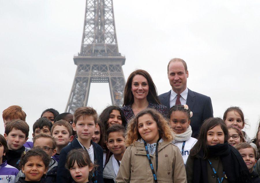 Kate Middleton Et Le Prince William Jouent Au Rugby Sur L'esplanade Du Trocadéro 55