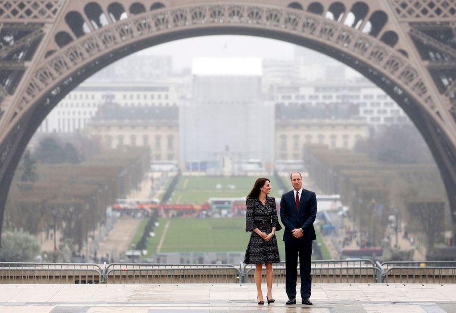Kate Middleton Et Le Prince William Jouent Au Rugby Sur L'esplanade Du Trocadéro 56