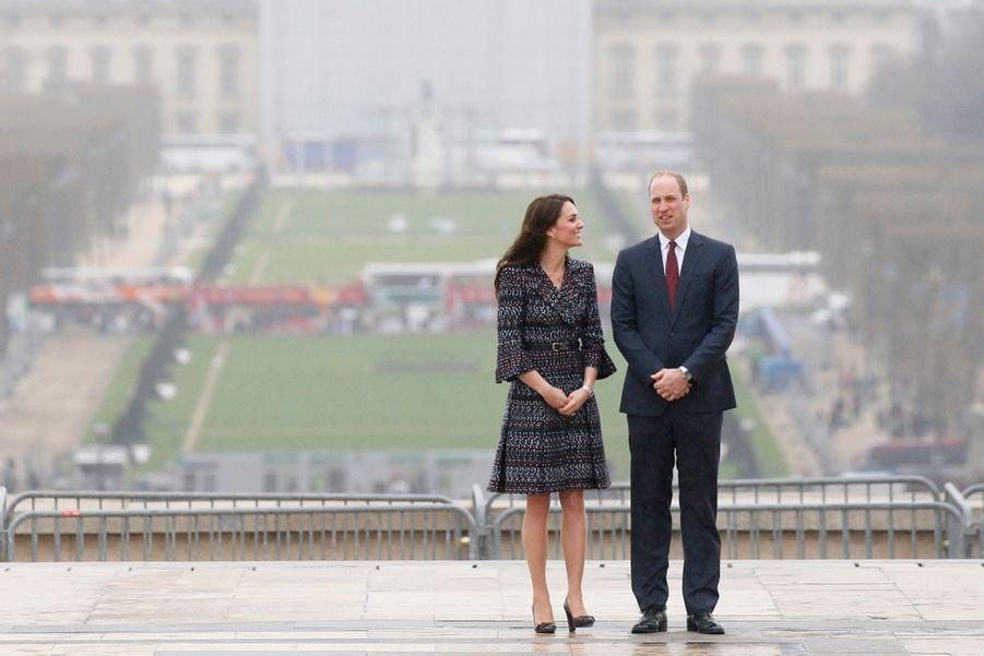 Kate Middleton Et Le Prince William Jouent Au Rugby Sur L'esplanade Du Trocadéro 57
