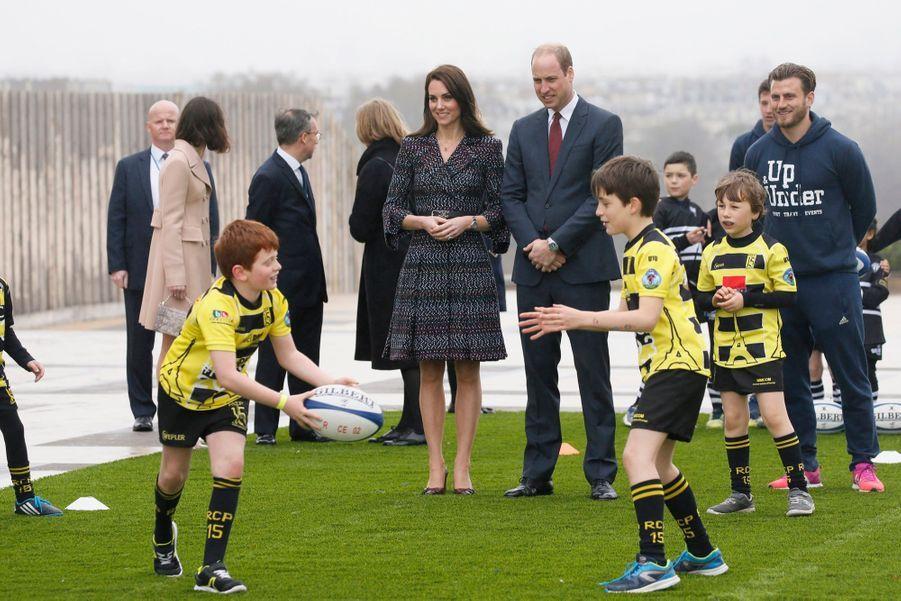 Kate Middleton Et Le Prince William Jouent Au Rugby Sur L'esplanade Du Trocadéro 59