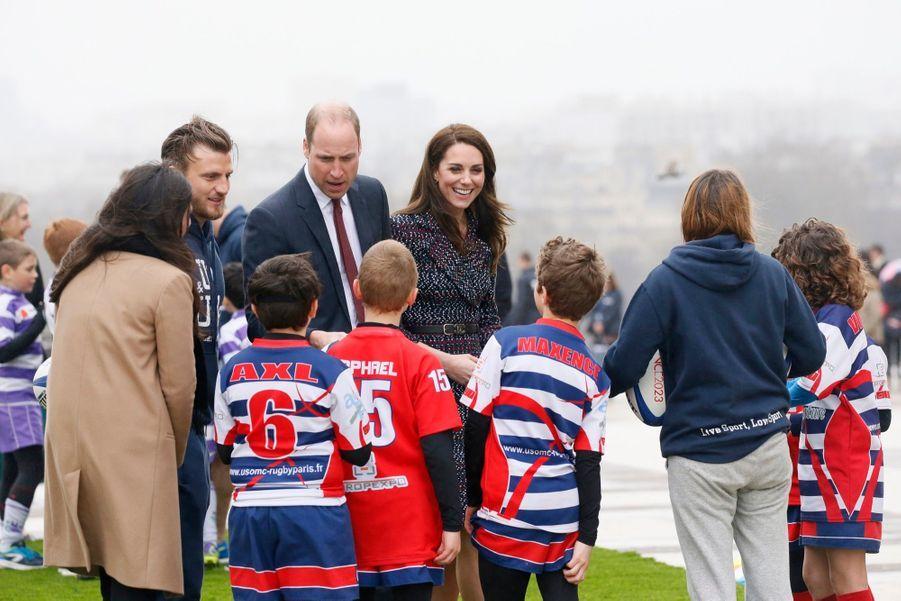 Kate Middleton Et Le Prince William Jouent Au Rugby Sur L'esplanade Du Trocadéro 60