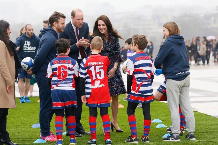 Kate Middleton Et Le Prince William Jouent Au Rugby Sur L'esplanade Du Trocadéro 61