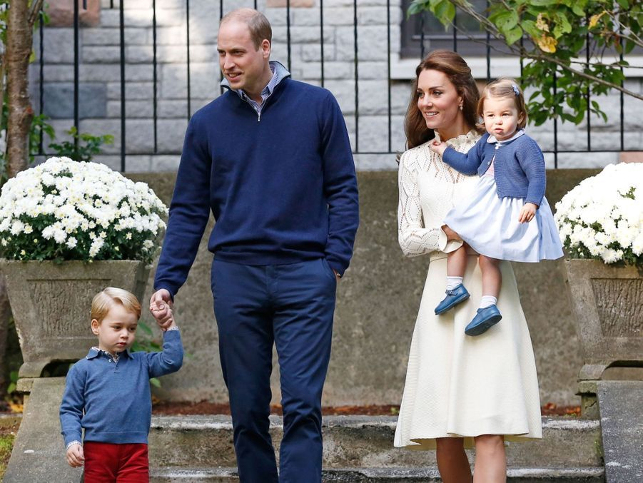 Kate Middleton et le prince William avec leurs enfants, le prince George et la princesse Charlotte, à Victoria au Canada