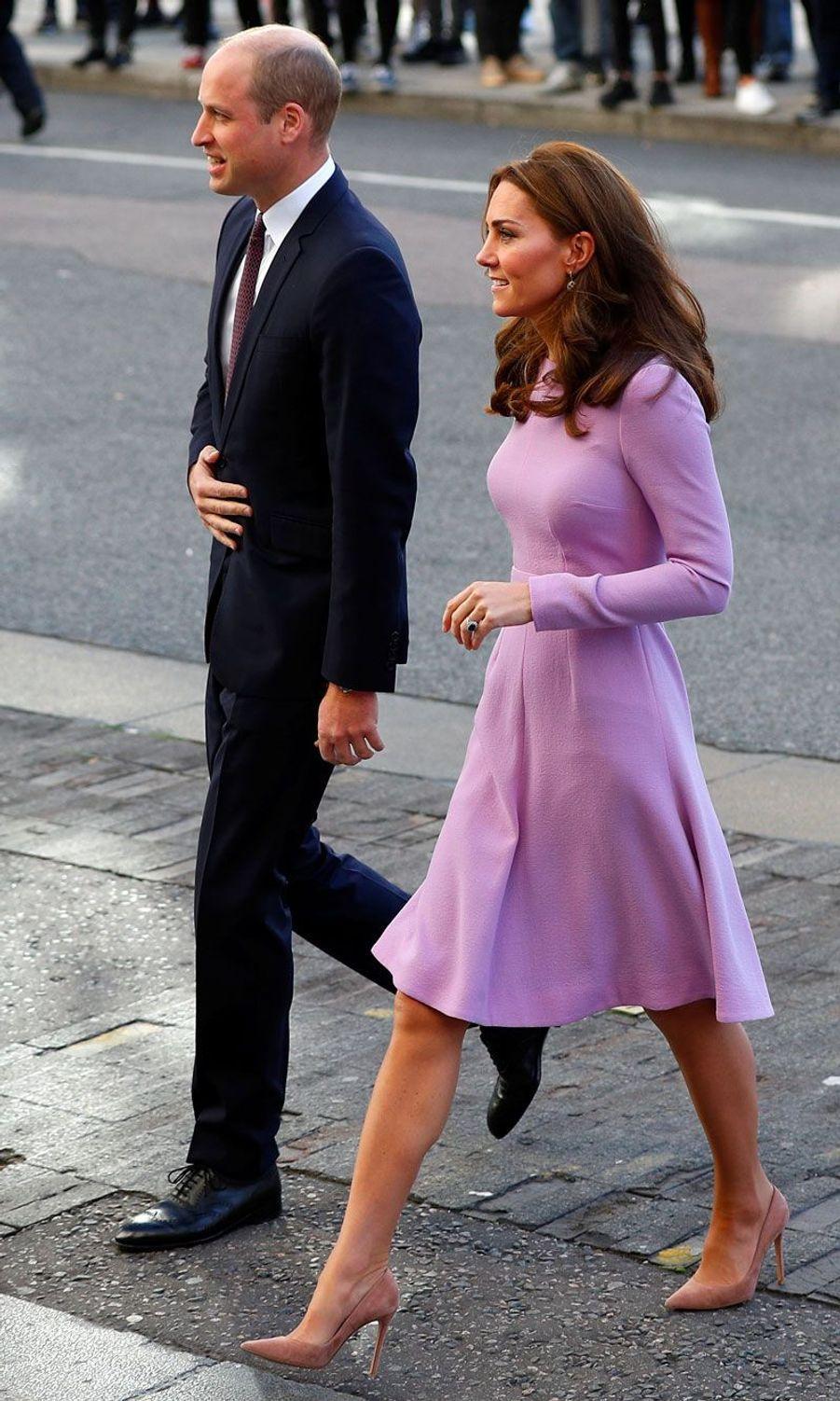 Arrivée du prince William et de la duchesse Catherine de Cambridge, mardi à Londres.