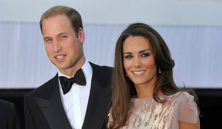 Hier soir, célébrités et gratin mondain londonien se sont retrouvés à Kensington Palace pour le dixième gala de l'Absolute Return for Kids, en présence de William et Kate. Retour en images sur leur premier gala en tant que Duc et Duchesse de Cambridge.