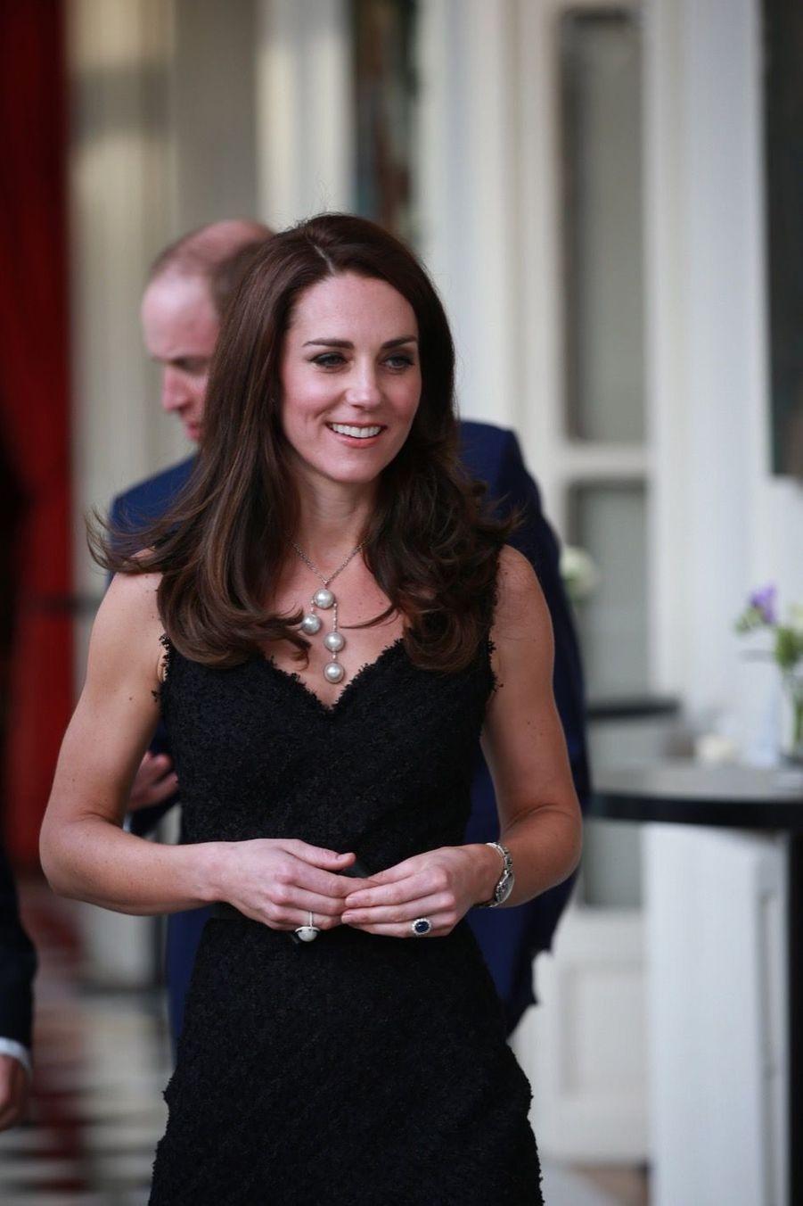 """Le prince William et Kate Middleton lancent """"Les Voisins"""" à l'Ambassade britannique à Paris."""